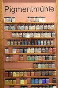 Mit den dutzenden von Pigmenten können die Kreidezeit-Anstriche nach eigenen Vorstellungen gefärbt werden